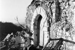 Casali distrutti dopo il terremoto