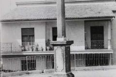 Croce nei pressi della caserma su via Caracciolo